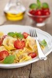 意大利式饺子用干酪和蕃茄 免版税库存照片