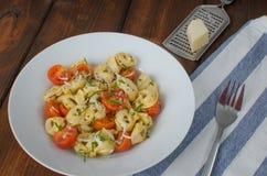 意大利式饺子用巴马干酪和蕃茄 免版税库存照片