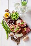 意大利快餐 蒜味咸腊肠三明治用帕尔马干酪 图库摄影