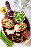 意大利快餐 蒜味咸腊肠三明治 免版税图库摄影