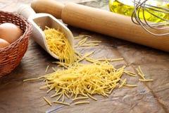 意大利意大利面食原始的spaghettini 免版税库存图片