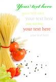 意大利意大利面食用蕃茄,大蒜 图库摄影