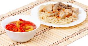 意大利意粉和开胃菜甜椒 免版税图库摄影