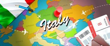 意大利旅行概念与飞机,票的地图背景 参观意大利旅行和旅游业目的地概念 在地图的意大利旗子 皇族释放例证