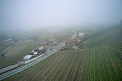 意大利村庄卡斯塔涅托Aerialshot  免版税库存照片