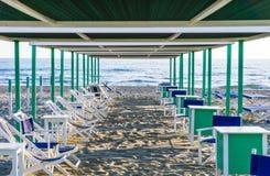 意大利沙子海滩,福尔泰德伊马尔米, Versilia 免版税库存图片