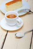 意大利浓咖啡咖啡和乳酪蛋糕 免版税库存照片