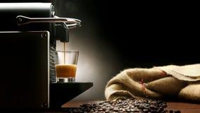 意大利浓咖啡的咖啡机器 股票视频
