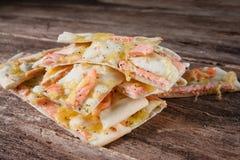 意大利烹调,切片热的薄饼用海鲜 免版税库存图片