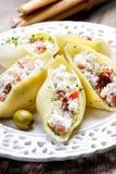 意大利烹调:被充塞的面团壳 免版税图库摄影