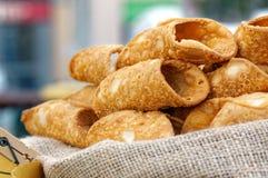 意大利烹饪烘烤甜点心西西里人的Cannoli 库存图片