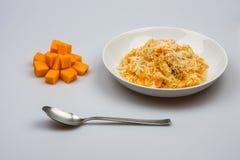 意大利煨饭用在白色背景的南瓜 库存图片