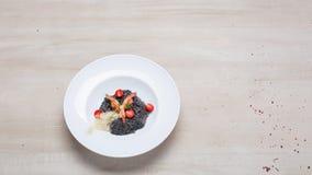 黑意大利煨饭用海鲜 免版税图库摄影