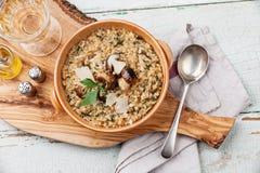 意大利煨饭用狂放的蘑菇 库存图片