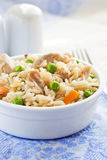 意大利煨饭用绿豆和鸡 库存照片