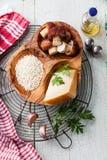 意大利煨饭的成份用狂放的蘑菇 库存照片