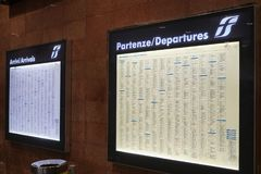意大利状态铁路火车时间委员会 免版税图库摄影