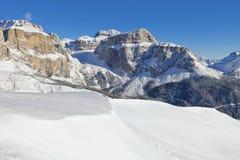 意大利白云岩在从Val di法萨Ski地区,特伦托自治省女低音阿迪杰地区,意大利的冬天 图库摄影