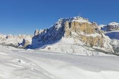 意大利白云岩在从Val di法萨Ski地区,特伦托自治省女低音阿迪杰地区,意大利的冬天 库存照片