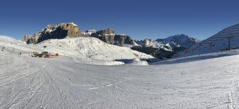 意大利白云岩在从Val di法萨Ski地区,特伦托自治省女低音阿迪杰地区,意大利的冬天 库存图片