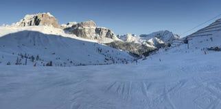 意大利白云岩在从Val di法萨Ski地区,特伦托自治省女低音阿迪杰地区,意大利的冬天 免版税库存图片