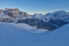 意大利白云岩在从Val di法萨Ski地区,特伦托自治省女低音阿迪杰地区,意大利的冬天 免版税库存照片