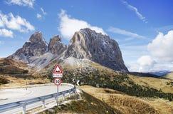 意大利白云岩山的Sassolungo Langkofel小组 从Sella通行证的看法 免版税库存照片