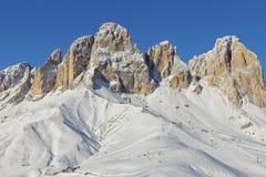 意大利白云岩的Sassolungo Langkofel小组的看法从Val di法萨Ski地区的,特伦托自治省女低音阿迪杰地区, Ital 图库摄影