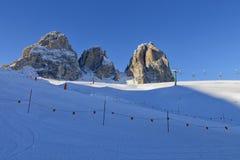 意大利白云岩的Sassolungo Langkofel小组的看法从Val di法萨Ski地区的,特伦托自治省女低音阿迪杰地区, Ital 免版税库存图片