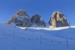 意大利白云岩的Sassolungo Langkofel小组的看法从Val di法萨Ski地区的,特伦托自治省女低音阿迪杰地区, Ital 库存照片