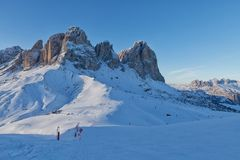 意大利白云岩的Sassolungo Langkofel小组的看法从Val di法萨Ski地区的,特伦托自治省女低音阿迪杰地区, Ital 库存图片