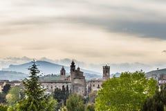 意大利的中世纪村庄的看法 库存图片