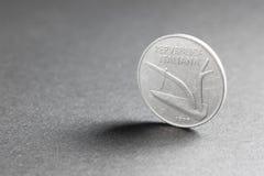 从意大利的十里拉硬币约会了1977年 免版税图库摄影