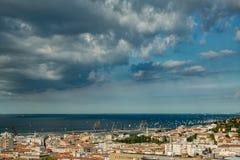意大利的里雅斯特 2000年帆船在Barcolana赛船会期间的亚得里亚海2017年 在的最大的帆船regata 免版税库存照片