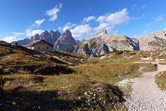 意大利秀丽,白云岩,瑞士山中的牧人小屋 库存图片