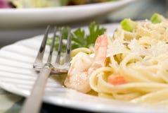 意大利细面条三文鱼虾 库存图片