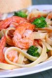 意大利细面条意大利面食虾蔬菜 库存图片