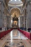 意大利罗马 2017年12月04日:圣伯多禄` s大教堂内部 库存照片