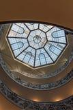 意大利罗马 2017年12月04日:螺旋形楼梯在梵蒂冈博物馆 库存照片