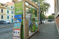 意大利罗马 自已服务在街道上的加油站TotalErg 库存图片