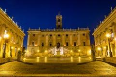 意大利罗马Capitoline小山城市广场博物馆大厦和stat 图库摄影