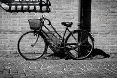 意大利老式自行车 免版税库存图片