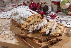 意大利节日糕点圣诞节蛋糕用与装饰的桂香 库存图片