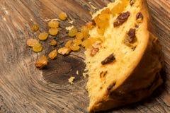 意大利节日糕点面包和成份在土气木四周 免版税库存照片