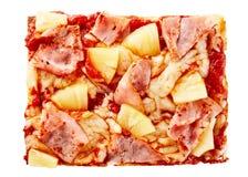 意大利薄饼切片冠上了用火腿和菠萝 免版税库存照片