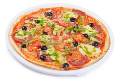意大利薄饼用乳酪和橄榄 库存照片