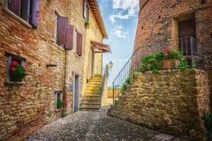 意大利街道在托斯卡纳一个小省镇  库存图片