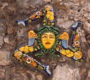 意大利西西里岛陶尔米纳-西西里岛的标志陶瓷的 库存照片