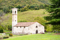 意大利语的教会老矮小 库存照片
