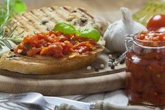 意大利语Bruschetta和蒜味面包 免版税库存图片